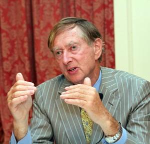 세계적으로 저명한 바이러스 학자 존 옥스퍼드 교수