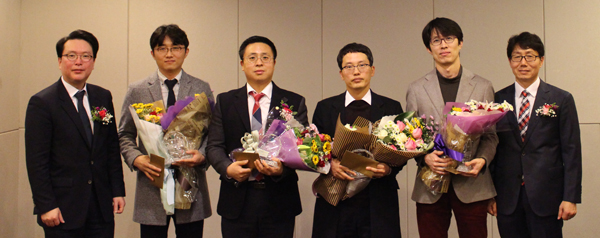 장려상 수상자들이 사진 왼쪽 두번째부터 고은석약사, 최창옥약사,이경훈약사, 김주연약사.
