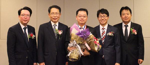 대상을 수상한 굿모닝약국 노용수약사(사진 가운데)