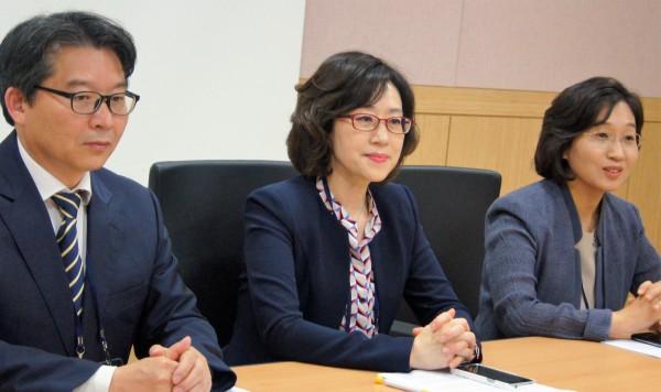 왼쪽부터 홍진태 사무총장, 문애리 회장, 이미옥 학술위원장
