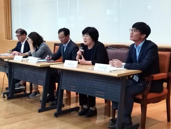 '의약품의 공공성과 제약 및 약사의 역할' 토론회에 참석한 패널들