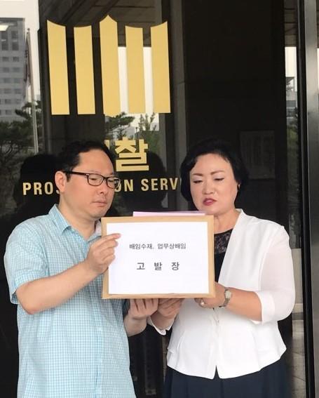 새물결약사회 유창식 회장(좌)과 전국약사연합 박덕숙 회장(우)