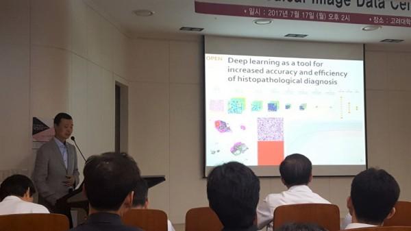 최병욱 교수(연세대학교 의과대학)가 강의하고 있다.