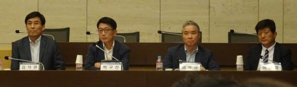 (왼쪽부터)김석관 본부장, 박구선 본부장, 이승규 부회장, 이재화 조합장