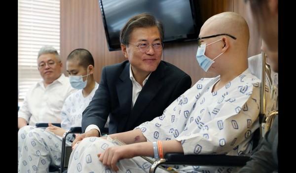 건강보험 보장 강화 관련해 서울성모병원 현장에 직접 방문한 문재인 대통령
