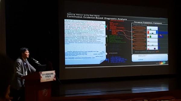 백정흠 교수(가천대 길병원)가 대한종양외과학회 추계학술대회에서 강의하고 있다.