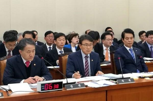 (왼쪽부터)박능후 복지부 장관, 권덕철 복지부 차관, 류영진 식약처장