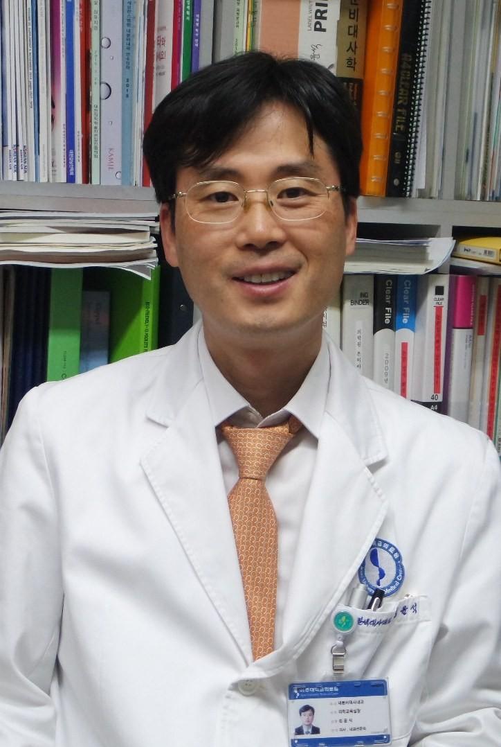 한국여성건강 및 골다공증재단 이사 정윤석 교수(아주대학교병원 내분비내과)