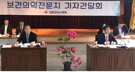 최혁용 한의협 회장(사진 앞줄 오른쪽) 간담회