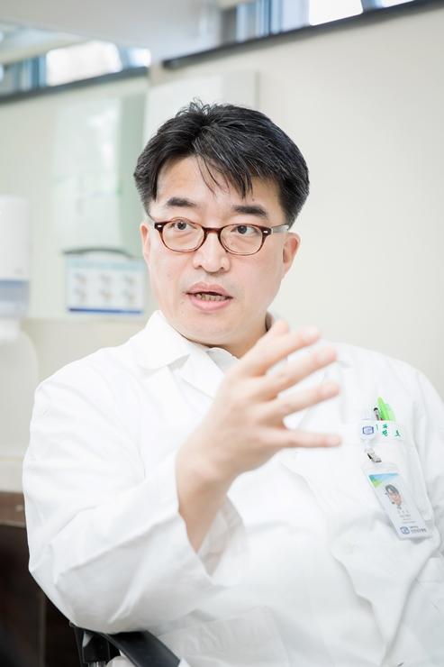 가톨릭대 인천성모병원 위장관외과 김진조 교수가 위암에 대해 설명하고 있다