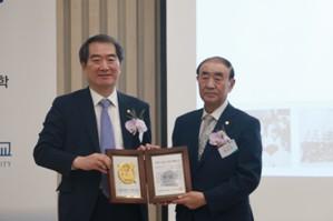 자랑스러운 서울대약대인으로 선정된 백우현박사