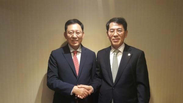 (왼쪽부터) 최광훈 경기도약사회장, 함삼균 대한약사회 부회장