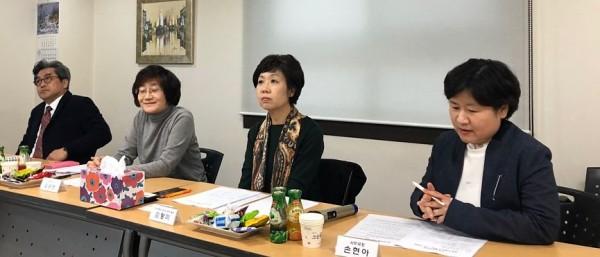 (왼쪽부터)김정태 대외협력이사, 김승란 보험이사, 김정미 마약류통합관리시스템 TF팀장 , 손현아 사무국장