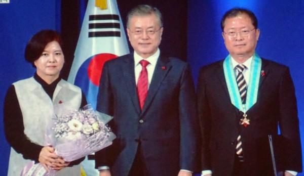 동탑유공자로 수상한 이창구 태극제약 대표(오른쪽 첫번째)