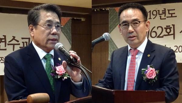 조찬휘 대한약사회장(왼쪽)과 김종환 서울시약사회장