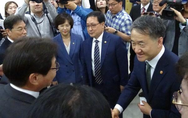 (오른쪽부터) 박능후 복지부 장관, 유영민 과기부 장관, 이의경 식약처장