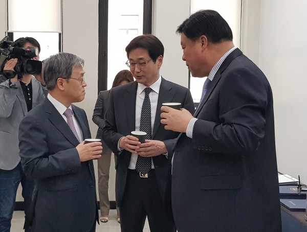 (왼쪽부터)서정선 바이오협회장, 원희목 제약바이오협회장, 서정진 셀트리온 대표