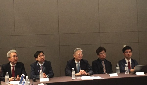 (가운데)김연수 이사장, 말기신부전 관리법안에 대해 논의하는 모습