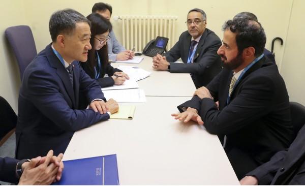 타우피그 피우잔 알라비아 사우디 보건부 장관(오른쪽 첫번째)과의 면담