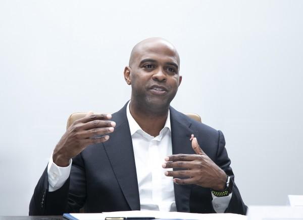 크레이그 윌리엄스(Craig Williams) 비브헬스케어 글로벌 커머셜 헤드가 인터뷰하고 있다.