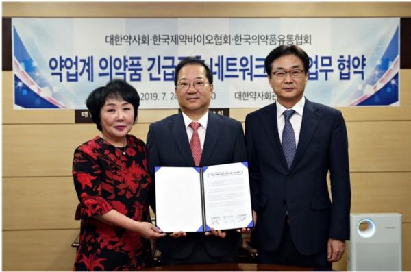 (왼쪽부터) 한국의약품유통협회 조선혜 회장, 대한약사회 김대업 회장, 한국제약바이오협회 원희목 회장