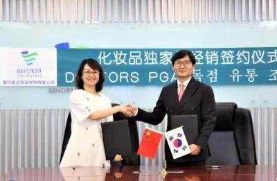 왼쪽부터 류리리 시노팜 총경리, 박영철 바이오리더스 대표이사.