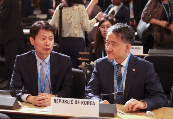 올해 5월 제72회 WHO 총회에 참석한 박능후 복지부 장관(왼쪽)과 김강립 차관(당시 기조실장)