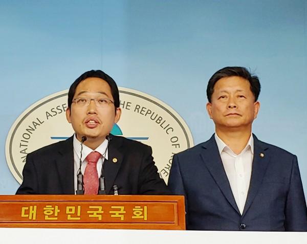 최대집 의사협회장(왼쪽)과 김명연 의원