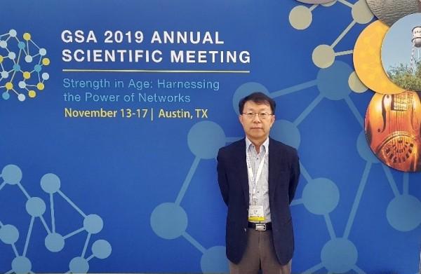 2019 미국  노화학회에서 발표자로 나선 김 준 하엘 대표