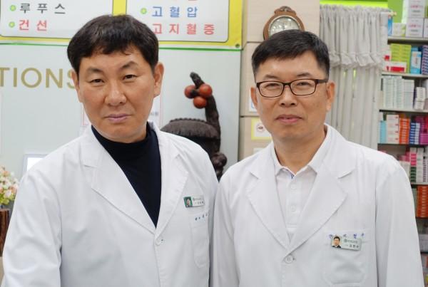 김현수, 권응택 약사
