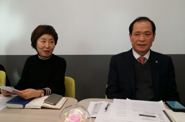 오른쪽부터 위드팜 이상민 대표이사, 홍경애 전무.
