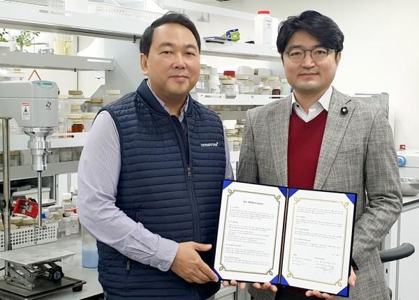 왼쪽부터 더마펌 차훈 대표, 엠엘비코스메틱 유병영 대표.