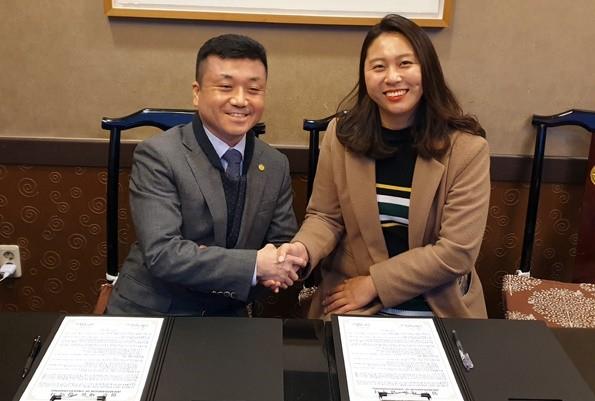 백승준 아로파 이사장(왼쪽)과 최혜경 함초록 대표