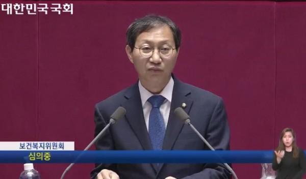 감염병 예방법을 설명하는 김성주 보건복지위원