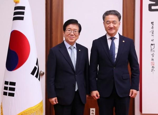박병석 국회의장(왼쪽)과 박능후 장관