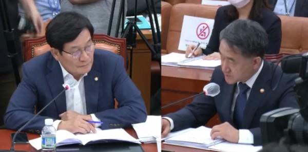 신동근 법사위 위원(왼쪽)과 박능후 복지부 장관