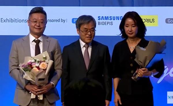 바이오협회장상 수상(왼쪽 이엔셀, 오른쪽 진메디신)
