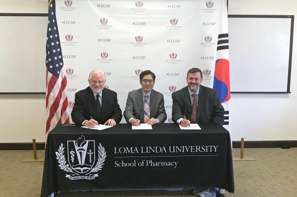 (왼쪽부터)로마린다대 론 카터 부총장, 삼육대 양재욱 국제교육원장, 로마린다대 마이클 호그 약학대학장