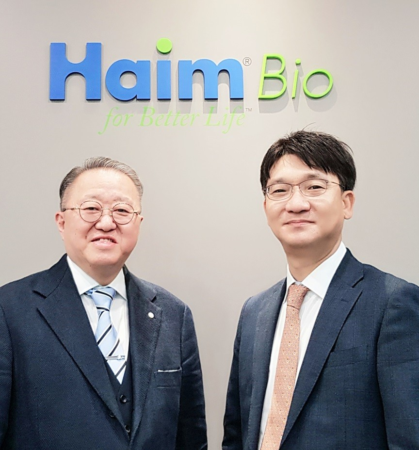좌측부터 하임바이오 김홍렬 대표,  삼성서울병원 부인암센터 센터장 이정원 박사