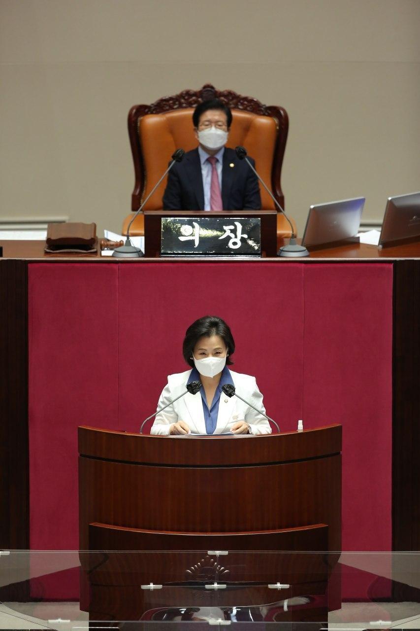 대정부질의에서 발언하는 이수진 의원(아래)