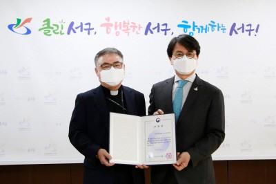 왼쪽부터 국제성모병원장 김현수 신부, 이재현 인천 서구청장