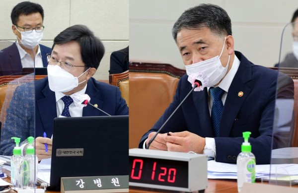 강병원 의원(왼쪽)과 박능후 장관(국회 전문기자협의회 사진 제공)