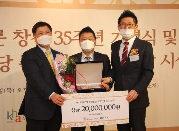 오른쪽부터 종근당 김영주 대표이사, 가톨릭대 의정부성모병원 박태철 병원장, 대한병원협회 정영호 회장.