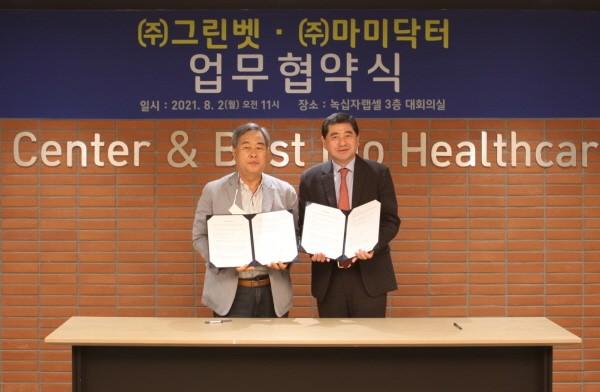 오른쪽부터 박대우 그린벳 대표이사, 박상오 마미닥터 대표이사.