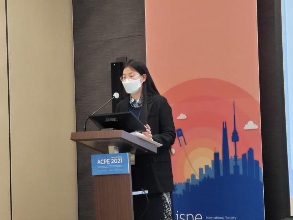 한국의약품안전관리원 오수지 연자가 발표하고 있다.