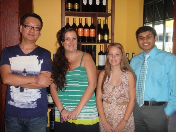 사진 맨 왼쪽이 필자인 임성락 약사, 바로 옆이 Rachel, Nikki 그리고 맨 오른쪽이 인도 유학생 Rushabh Shah