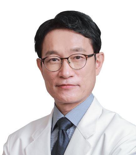 레알성형외과 한상훈 박사(성형외과 전문의/의학박사).